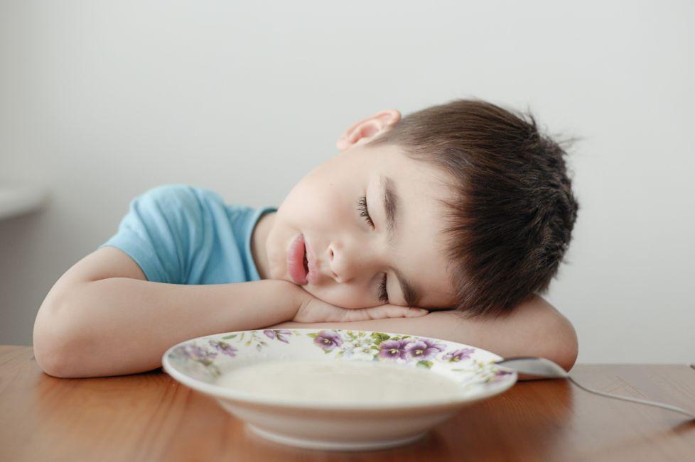 علامات قلة النوم عند الأطفال