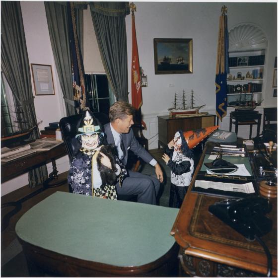 الرئيس الأميركي جون كينيدي في المكتب البيضاوي