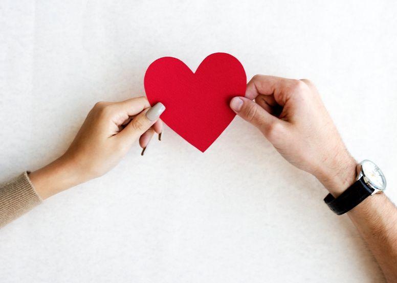 هل يحبني حقًا؟ كيف أعرف أنه يحبني بصدق بدون أن يقول أنا أحبك؟ 1