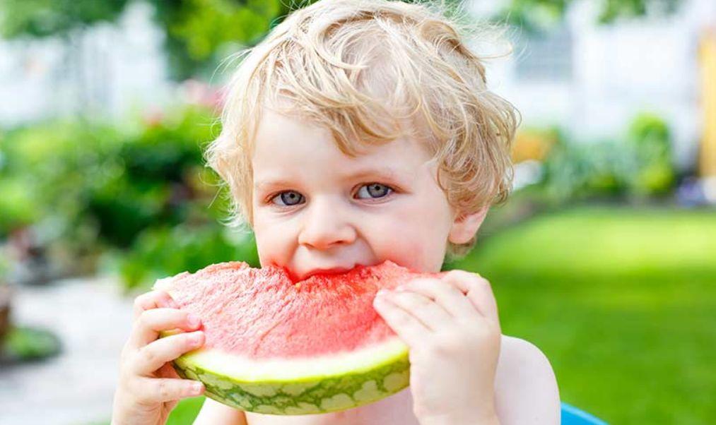 20 نصيحة لأجل طعام صحي للأطفال بدون تحويل طاولة الطعام إلى أرض معركة