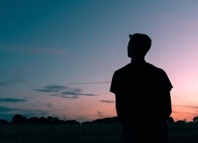 تكرار الحلم بشخص معين دون التفكير فيه – 20 تفسير