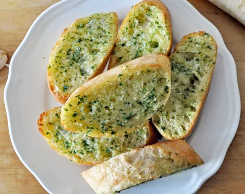 خبز بالثوم ..