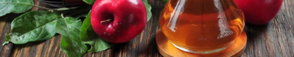 7 – علاج الكلف بالليمون عصير الليمون مع خل التفاح