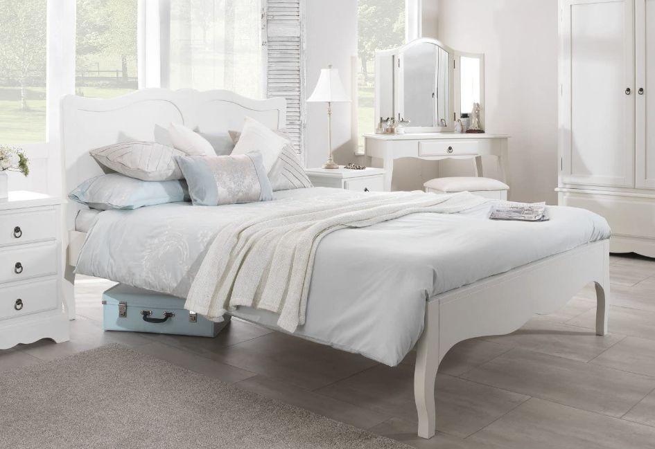 4- الأبيض هو أفضل لون لغرف النوم