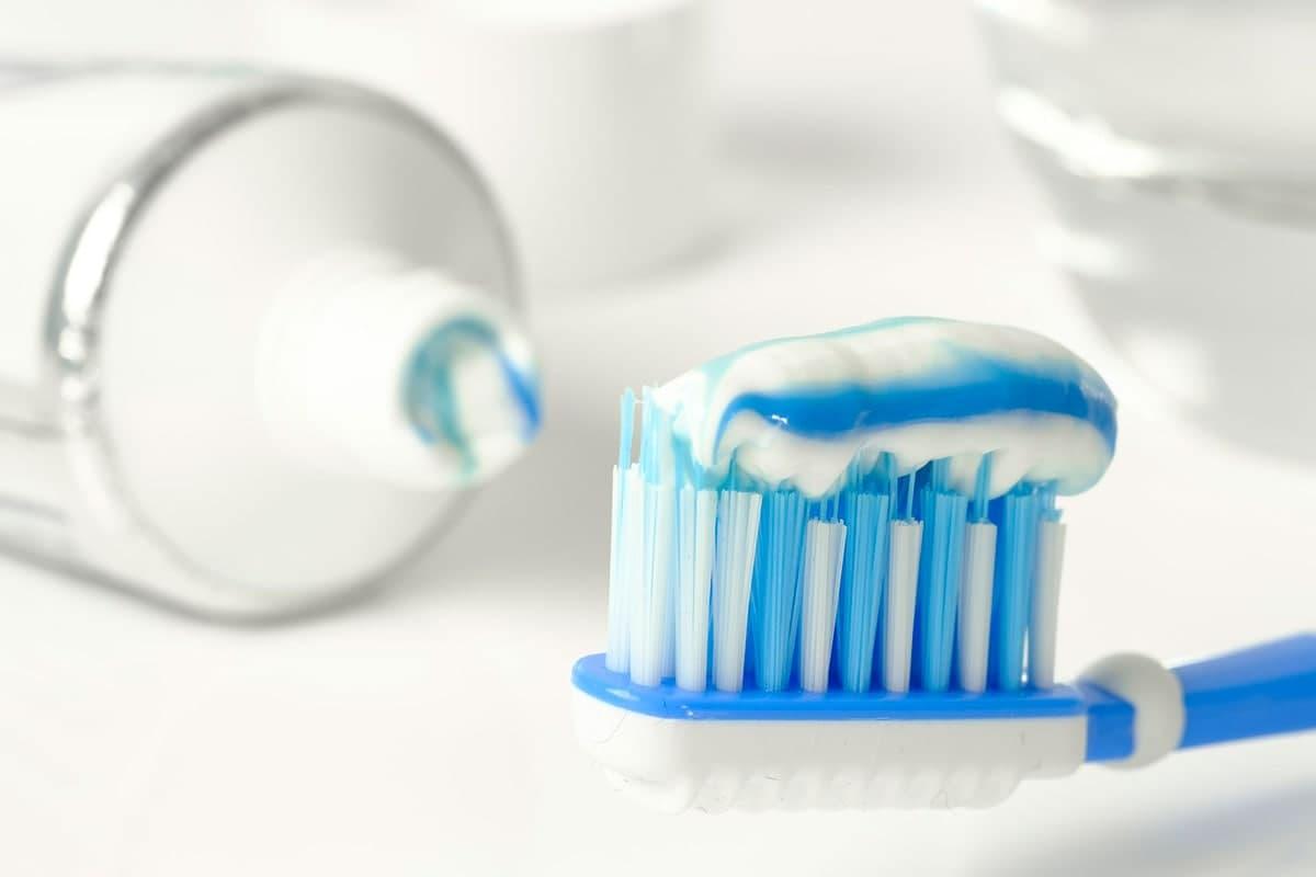 معجون أسنان بدون فلورايد