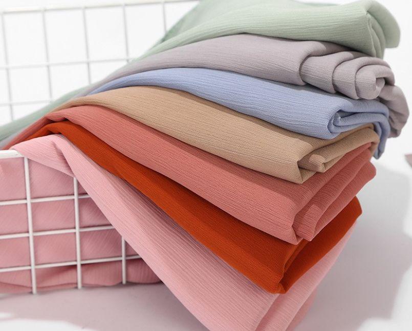 ألوان الحجاب المناسبة للبشرة السمراء بمختلف درجاتها مع 8 نصائح