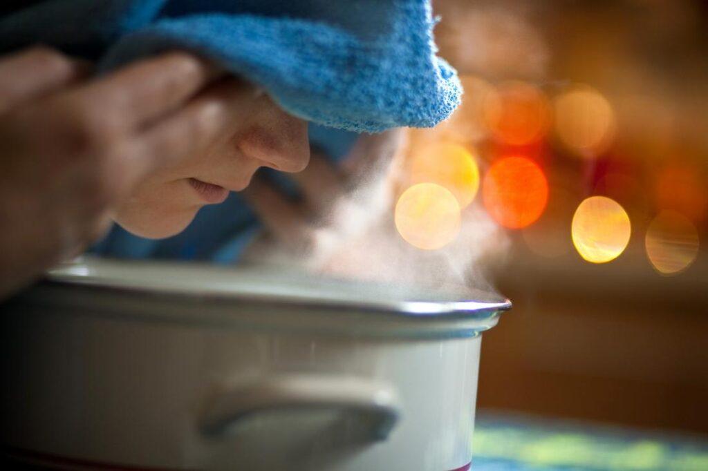 تنظيف البشرة الدهنية بالبخار