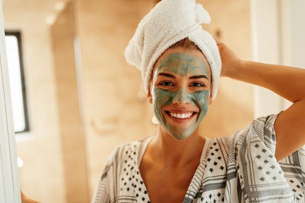 تنظيف الوجه من الدهون