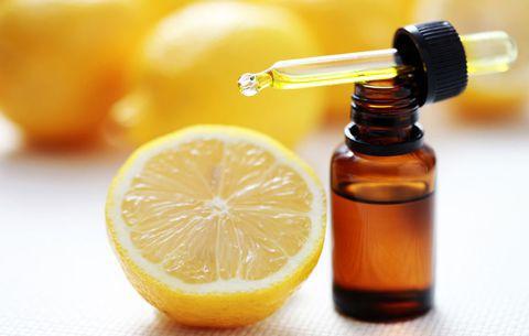 فوائد واستخدامات زيت الليمون الطبية والتجميلية