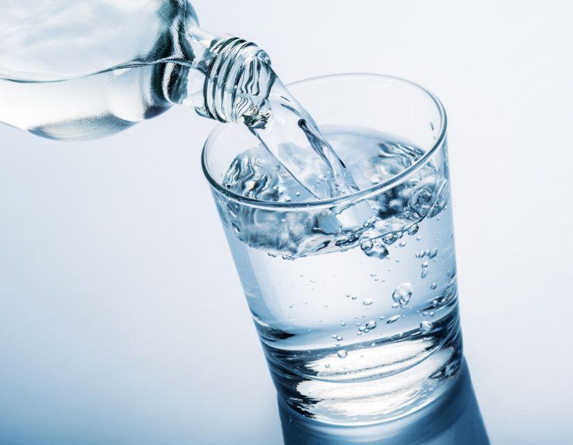 شرب الماء بعد حقن الفيلر بين الأهمية والفوائد والطريقة