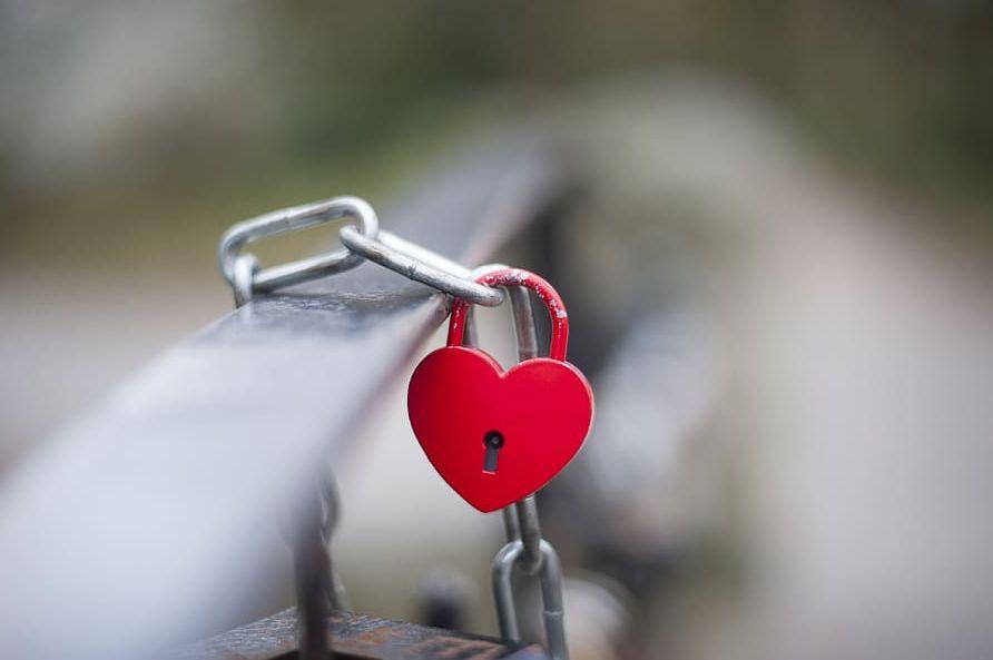 الفرق بين الحب والتعلق ..