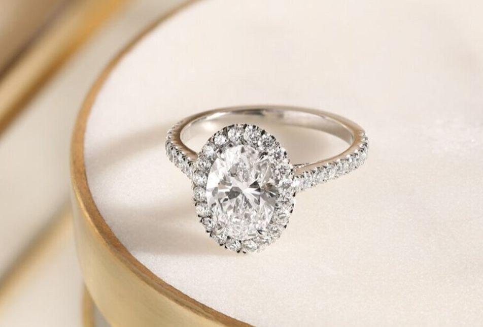 كيف أعرف مقاس الخاتم المناسب لي؟ 10 طرق لخاتم يمكن ارتدائه ولا يسقط