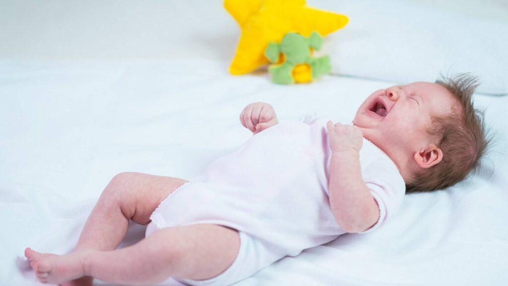 اسباب قلة نوم الرضيع