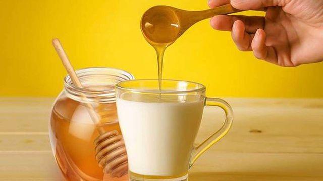 عسل وحليب لحب الشباب