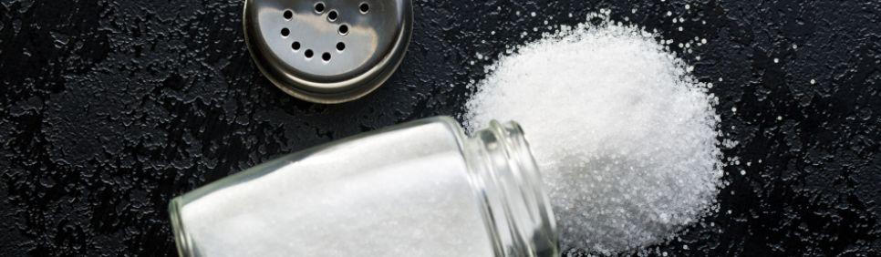 25 – تناول الكثير من الصوديوم