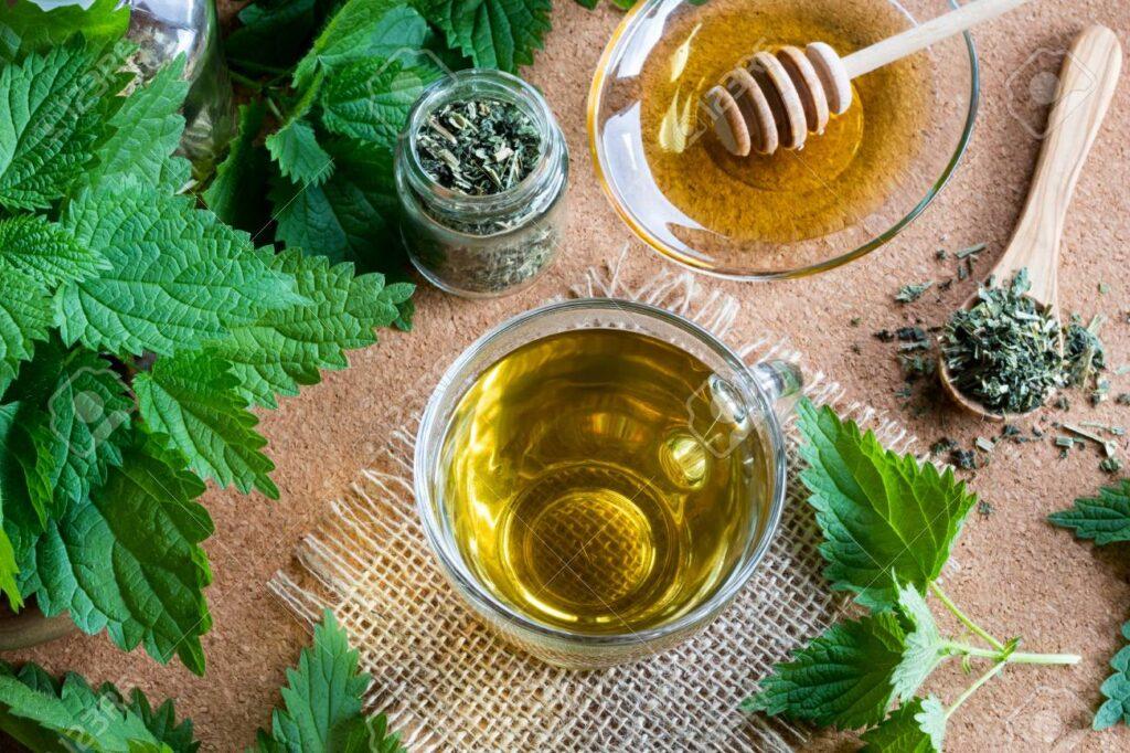 شاي القراص والعسل