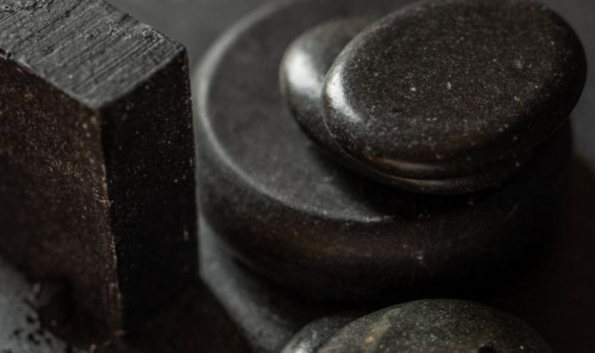 فوائد صابونة الفحم للبشرة