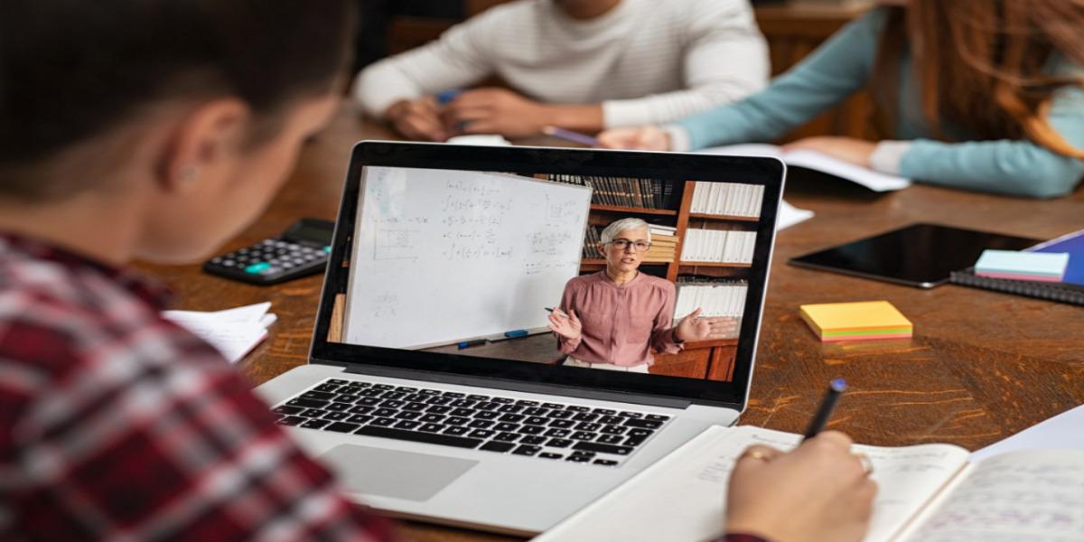التعلم عبر الإنترنت