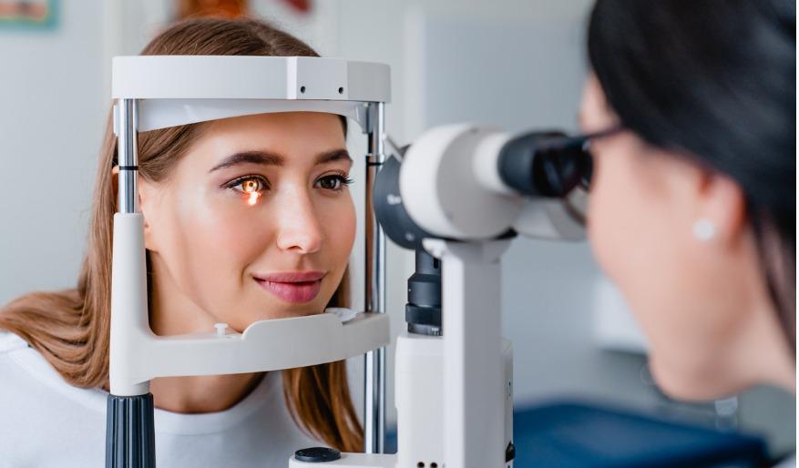 طبيب العين