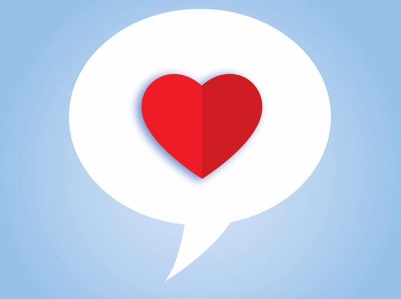 كيف تعرف أن الشخص يحبك من كلامه؟ 30 علامة ستكشف أمره