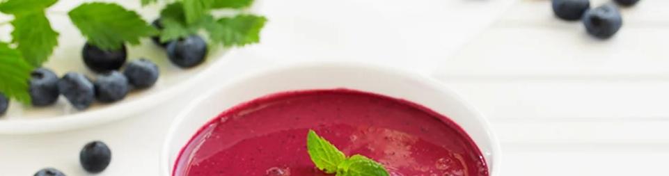 1 – شوربة الشوفان للفطور بالتوت Oatmeal Breakfast Soup