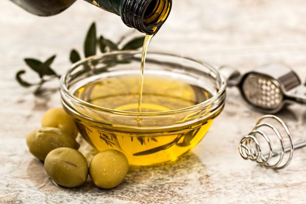 فوائد زيت الزيتون للعناية بالشعر