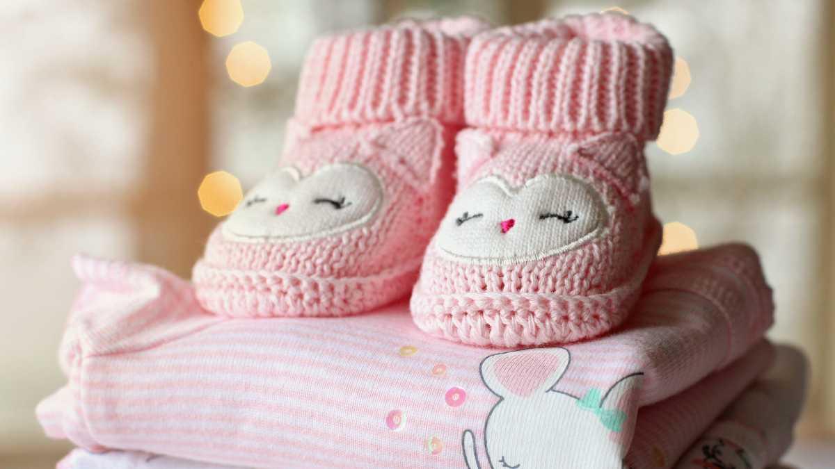 احتياجات المولود الجديد من الملابس