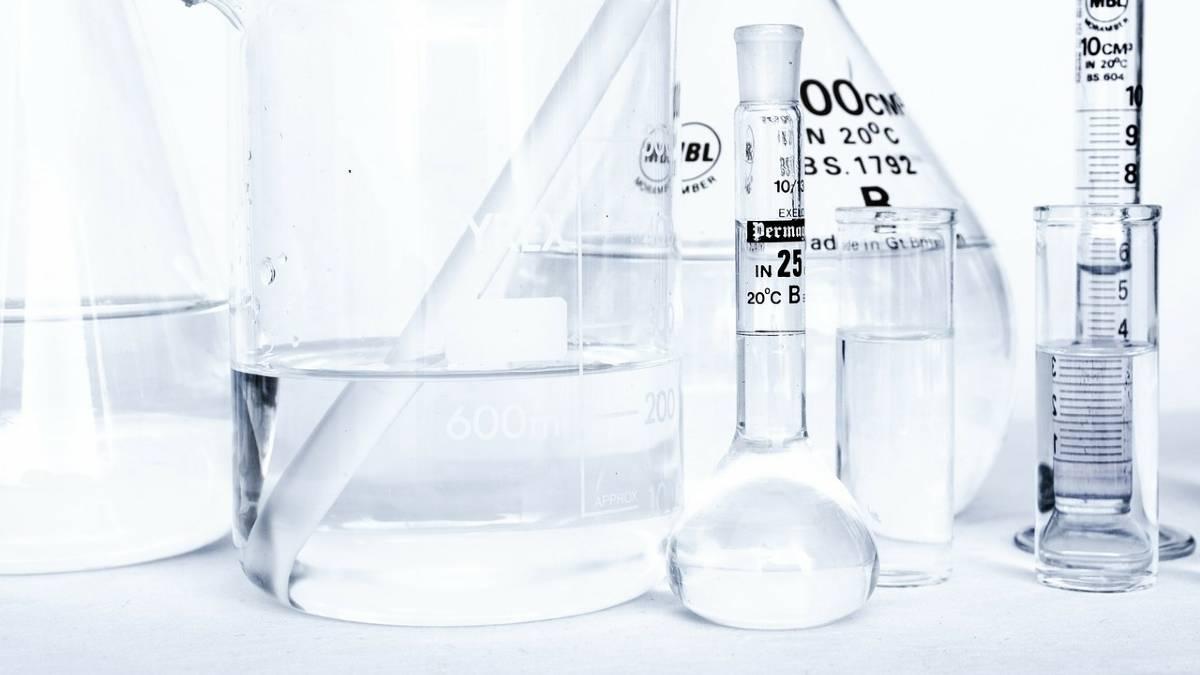 العوامل المؤثرة في سرعة التفاعل الكيميائي