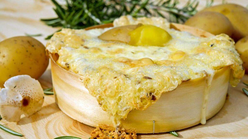 2 – فطيرة الجبن والزعتر بالبطاطا