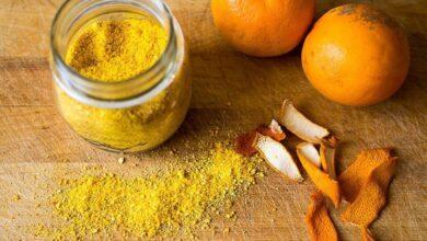 معظم الأشخاص يقومون برمي قشر البرتقال معتقدين أن الفوائد تقتصر على ثمرة البرتقال، إليك أسرار وحقاقق لا تعرفها عن فوائد قشر البرتقال.