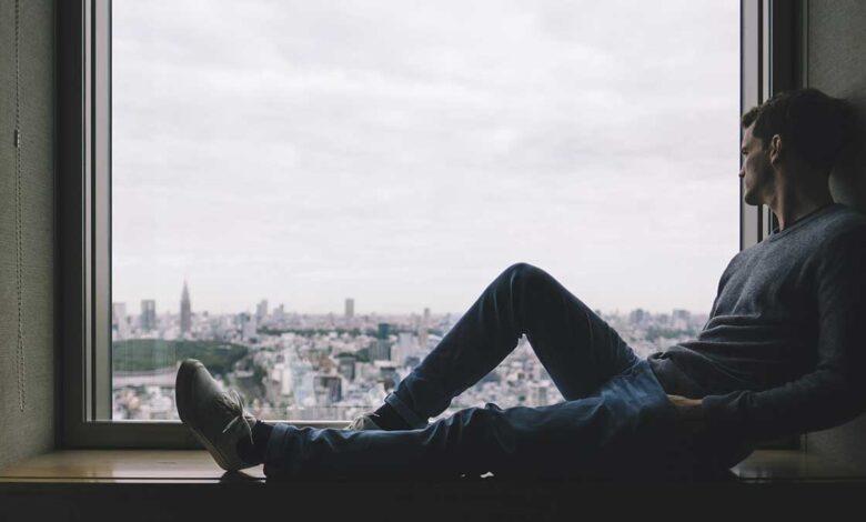كيف تعرف أن شخص يفكر فيك وهو بعيد عنك؟