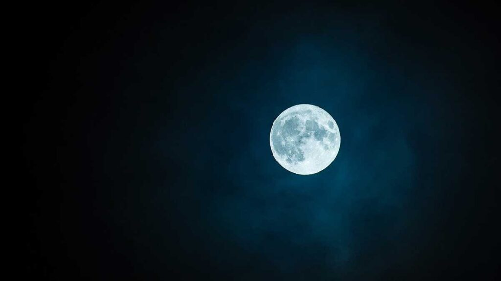 ما هو القمر