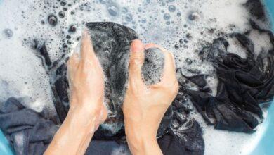 إزالة البقع عن الملابس السوداء
