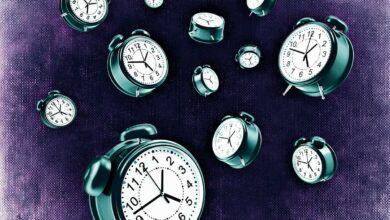 الاستيقاظ فجأة من النوم والتفكير بشخص في وقت معين
